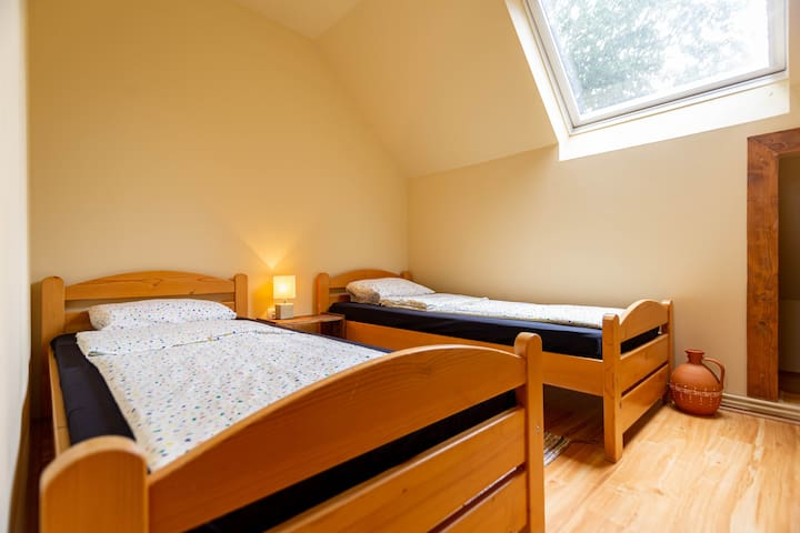 """The """"small room"""" in the attic ( 2 twin beds)"""