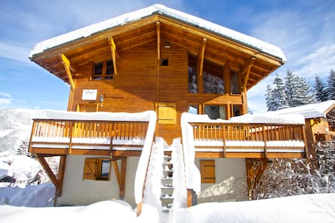 Luxury Alpine Chalet  w/ Spa & wrap around balcony