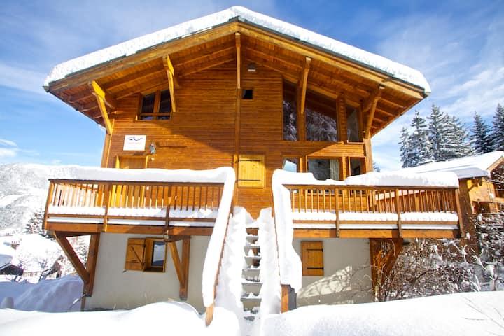 Luxury Alpine Chalet  w/ Spa & wrap around balcony