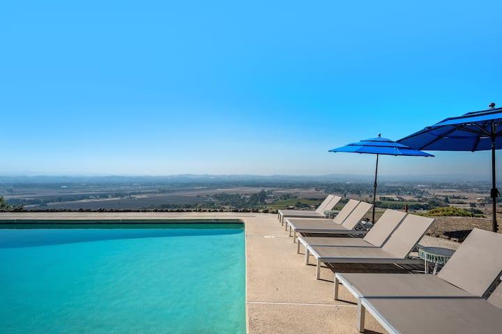 Sky View: All-Season Heated Pool, 5 Acres, Gigabit