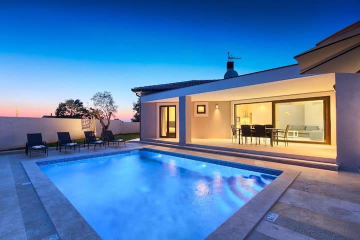 Villa Helena - 2000 m2 garden with 32m2 pool