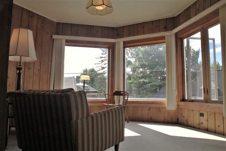 Private Suite & Bonus Bedroom - Historic Home