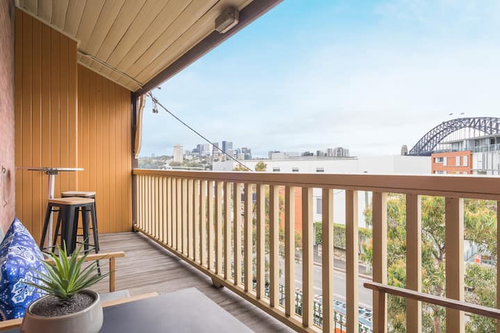 Modern 2BR in Heritage Home in Miller Point