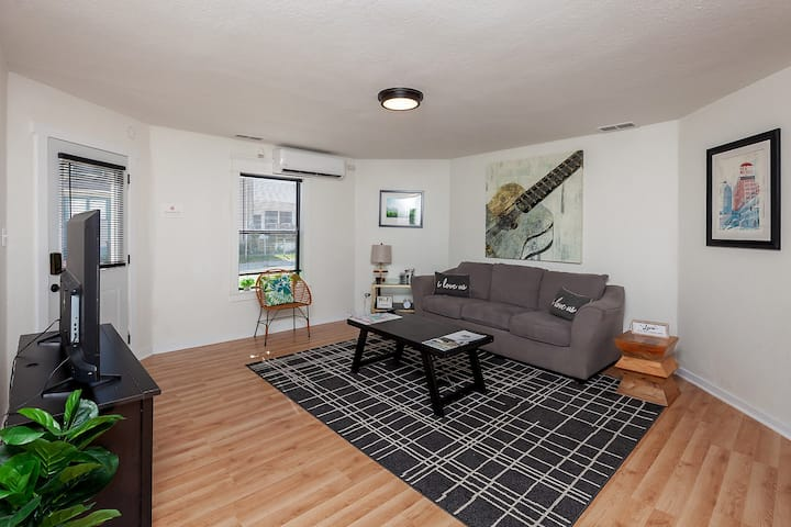 Brand New 2BR Apt w/Downtown Views! Pet Friendly!