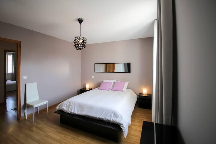 Chambre 1 : lit en 140