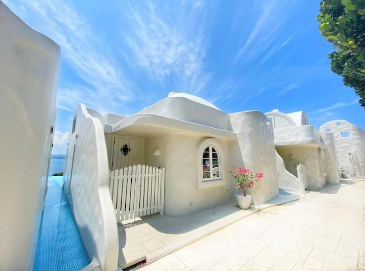 【Santorini -Type A room】温水プール付