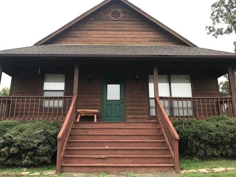 Antler Oaks Lakeside Cabin
