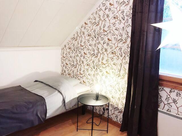 Sovrum 2 i andra plan, 2st 80 x 200 sängar