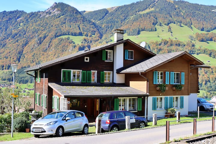 Lungern--Szilvias Bergwiesenblick - ganzes Haus