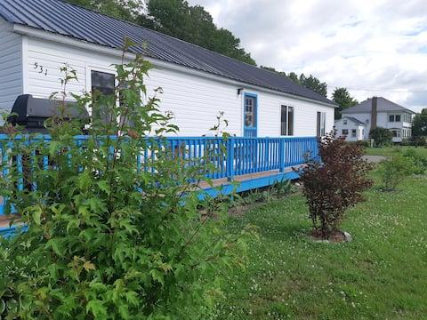 "Waterfront Luxury Cottage - Captain's Retreat"""