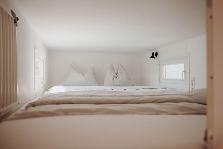 Schlafloft mit einer Größe von 4 x 2,20 m