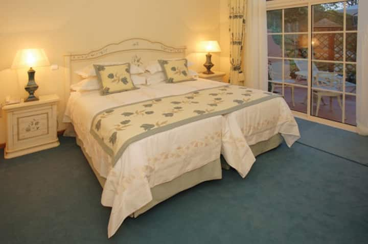 QJ's Julia - Luxury Bed and Breakfast