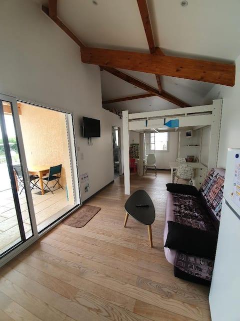 Studio indépendant avec piscine en Beaujolais