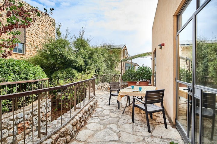Garden cottage in Rosh Pina in the Galilee hills