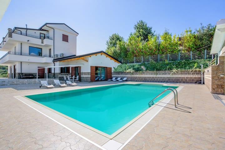 """""""Villa ai TRE ulivi"""" - Villa intera con piscina"""