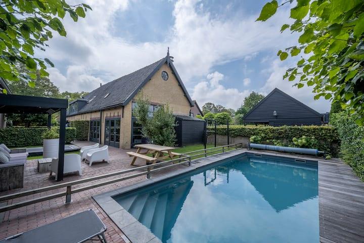 Riant vrijstaand huis met verwarmd zwembad