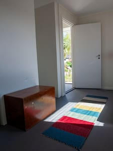 Nuk ka shkallë apo pragje në hyrje