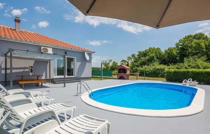 Holiday Home Flora with pool, for 6 guests