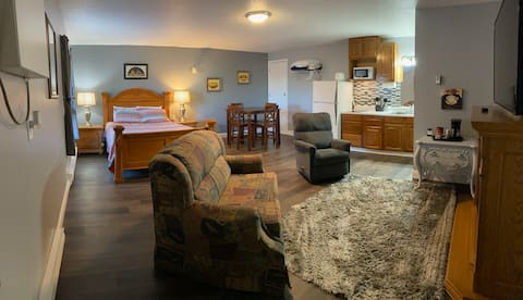 Cozy studio in the heart of lakes country!