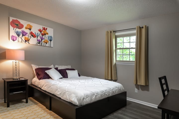 New, Clean, Close to Bass Pro and Hospitals