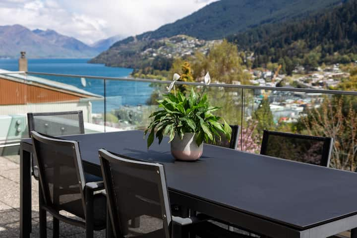 Queenstown Hill Luxury Lake Views, Walk to Town