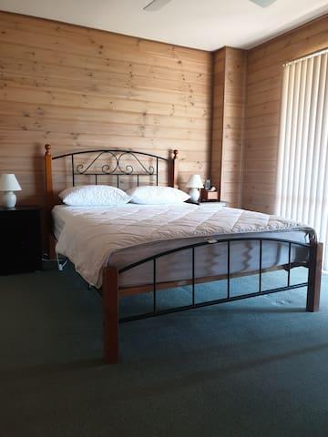 Bedroom 3 Queen size bed
