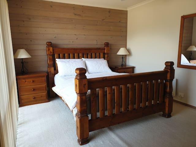 Bedroom 1 Queen size bed