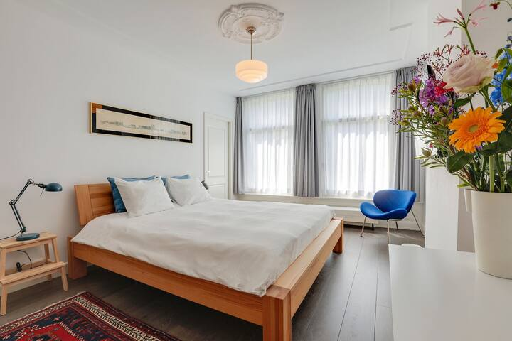 Two clean comfy private studio's in De Pijp