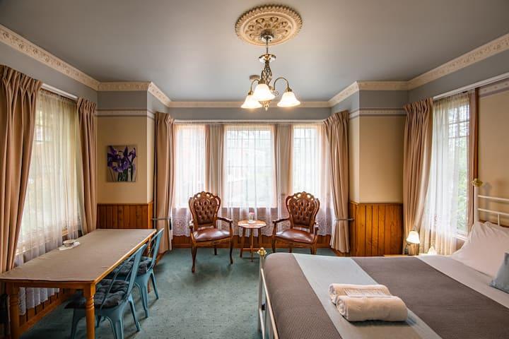 Oak Room at Alexandria