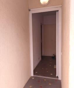 petit couloir extérieur de l'appartement