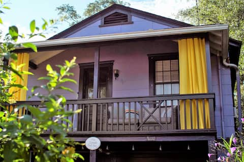 Lavender Guesthouse - A Private Oasis Downtown.