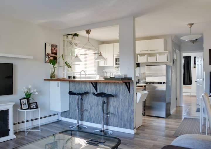 Modern & Cozy Condo Suite (#5)