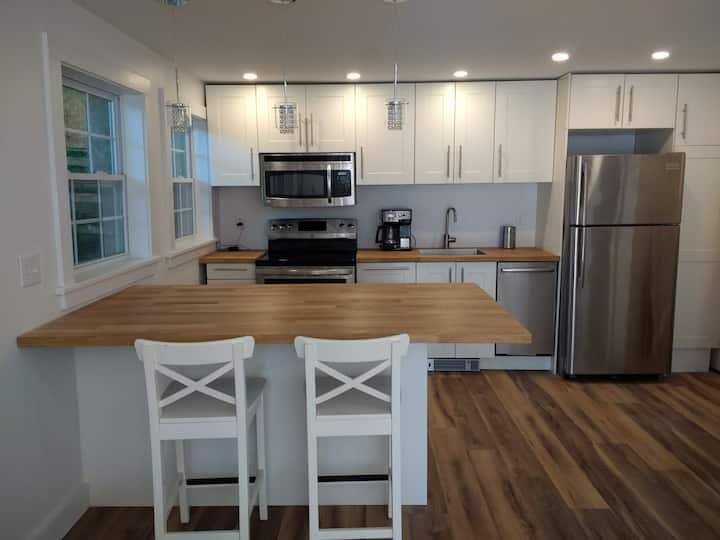 Close to Park & Beach- Newly Renovated