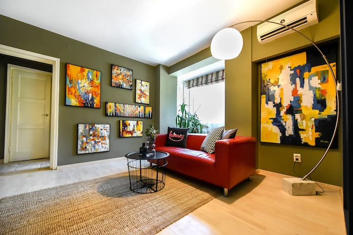 THE RED COUCH | Central 1 BR at Universitate