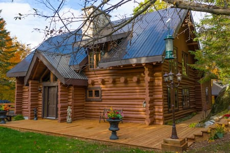 MAGNIFICENT LUXURY LOG HOME  WATERFRONT PROPERTY