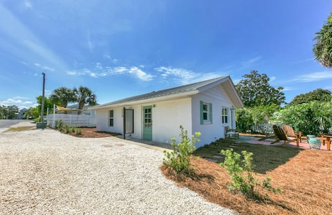 Updated Cottage on Scenic 30A, Short Walk to Beach