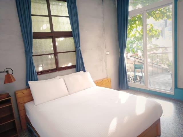 2F Ⓑ靜謐二人房  雙人床一張(可加1床) 落地窗大露臺 乾濕分離獨立衛浴