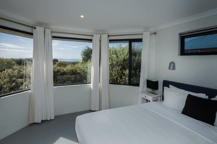 Cosy Cottage Sandpiper | Ocean Views + Ntl. Park