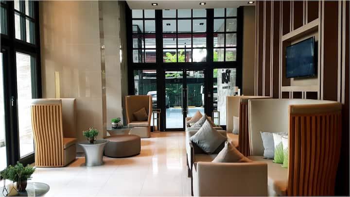 Luxury condo/ full facilities /modern life