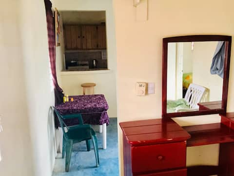 Cozy & Peaceful Apartment. Close to Beach and Bus
