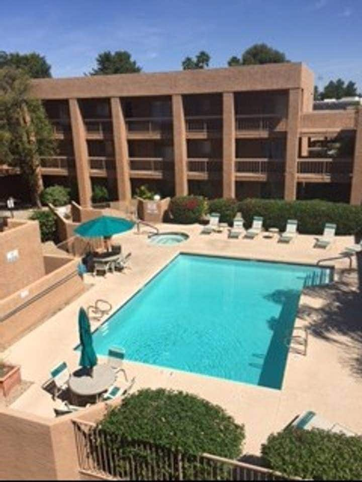 Scottsdale Condo, fully furnished, great location
