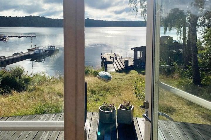 Villa, tre hus, med sjötomt på ön Storholmen
