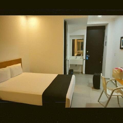 Habitación sencilla cama Matrimonial