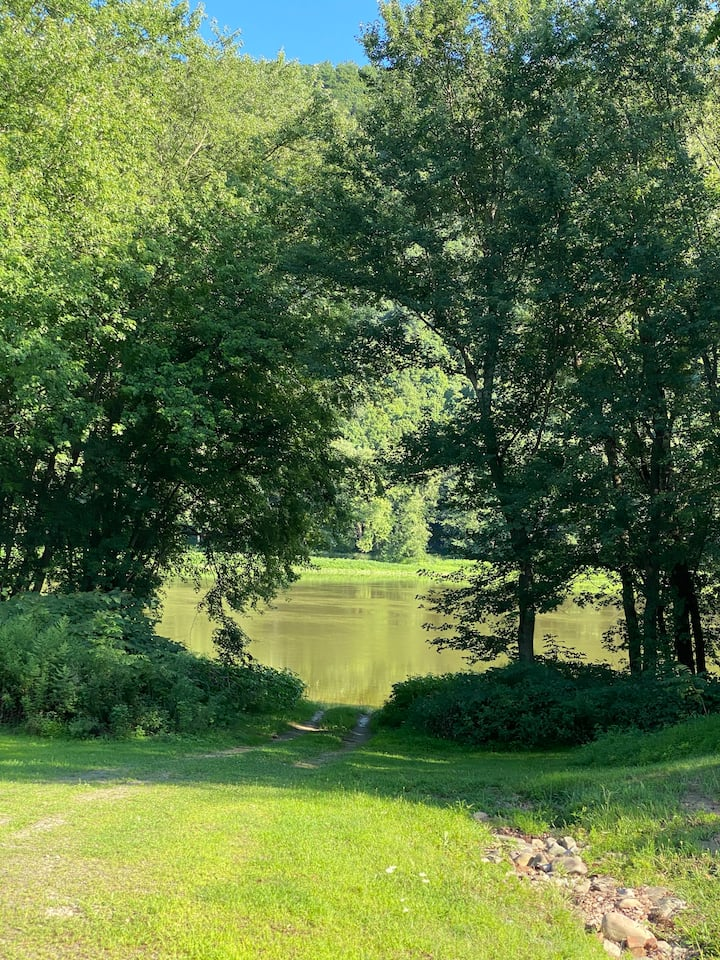 Rolling River Campsite- Cabin 3