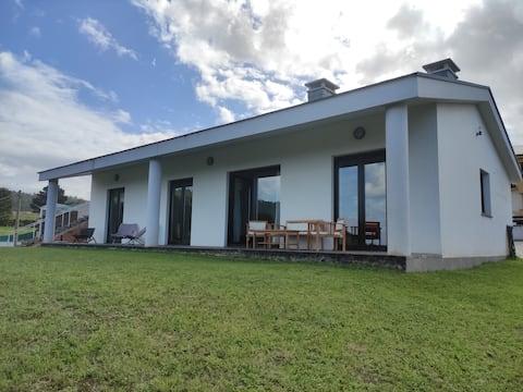 Casa con vistas a la playa de San Román