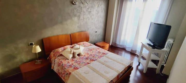 40 mq  Mansarda in villa -bagno privato e cucina .