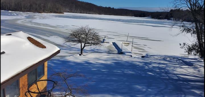 Winter Wonderland on Swan Lake with lots amenities