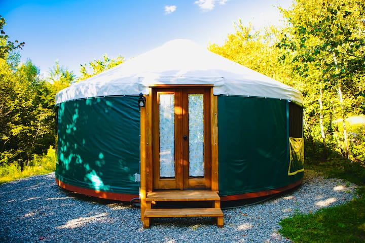 Stockton Harbor Yurts | Mallard *PRIVATE BEACH*