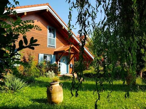 """Malerisches Holzhaus """"Coco"""" mit Kamin und Sauna"""
