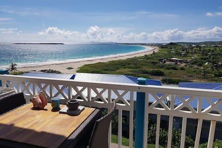 Studio vue mer sur la plage de la Baie Orientale